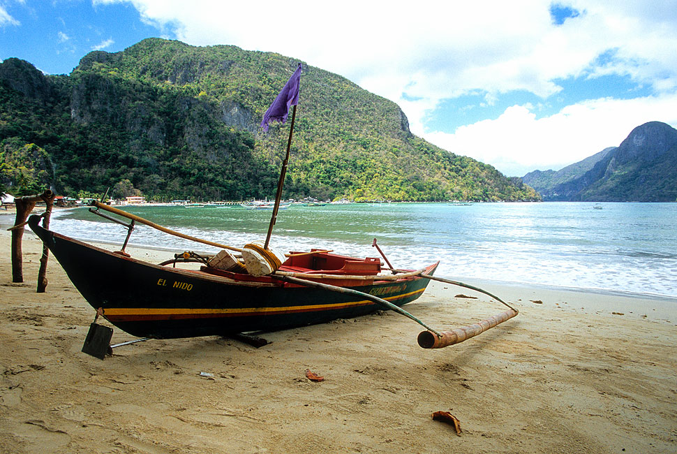 El Nido Bangka and White Sand Beach