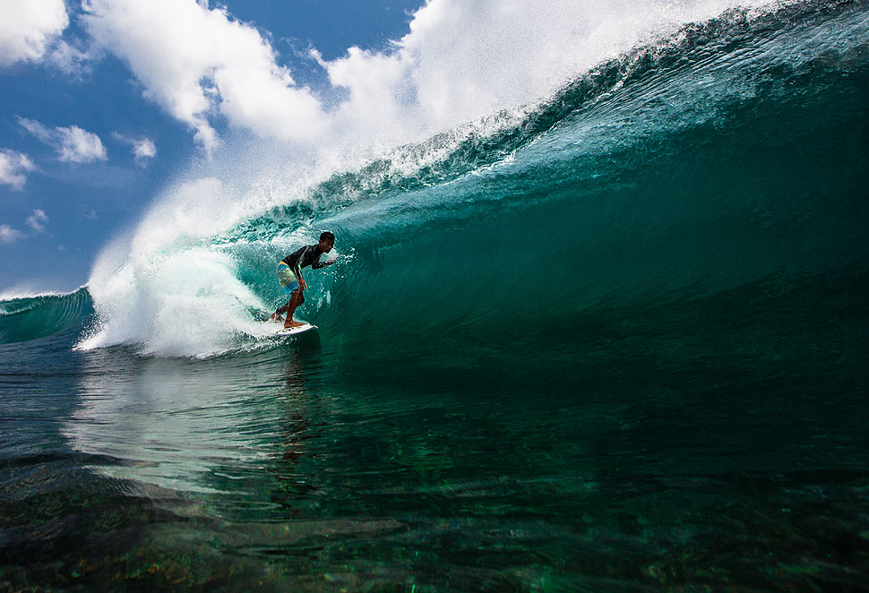 Big wave surfing in Bali - Mega Semadhi