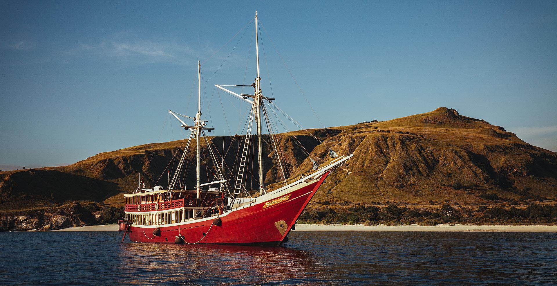 Seven Seas Dive Boat - East of Flores Liveaboard Adventure