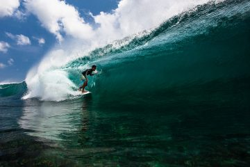Big wave surfing in Bali - Mega Semadhi