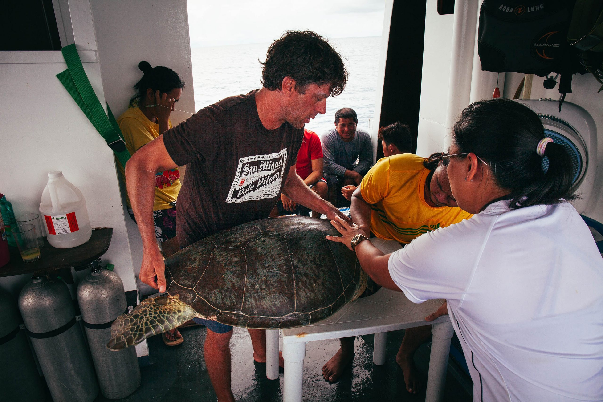 Tagging sea turtles in Tubbataha | Photo by Dr. Nick Pilcher